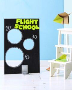 чем занять детей дома: соревнование самолетиков