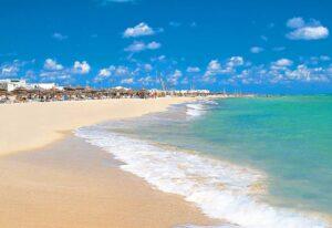 Побережье Средиземного моря у острова Джерба, Тунис