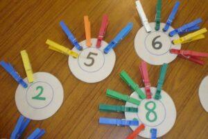 Математические задания с прищепками