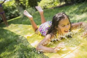 Водная горка - игры с водой для детей