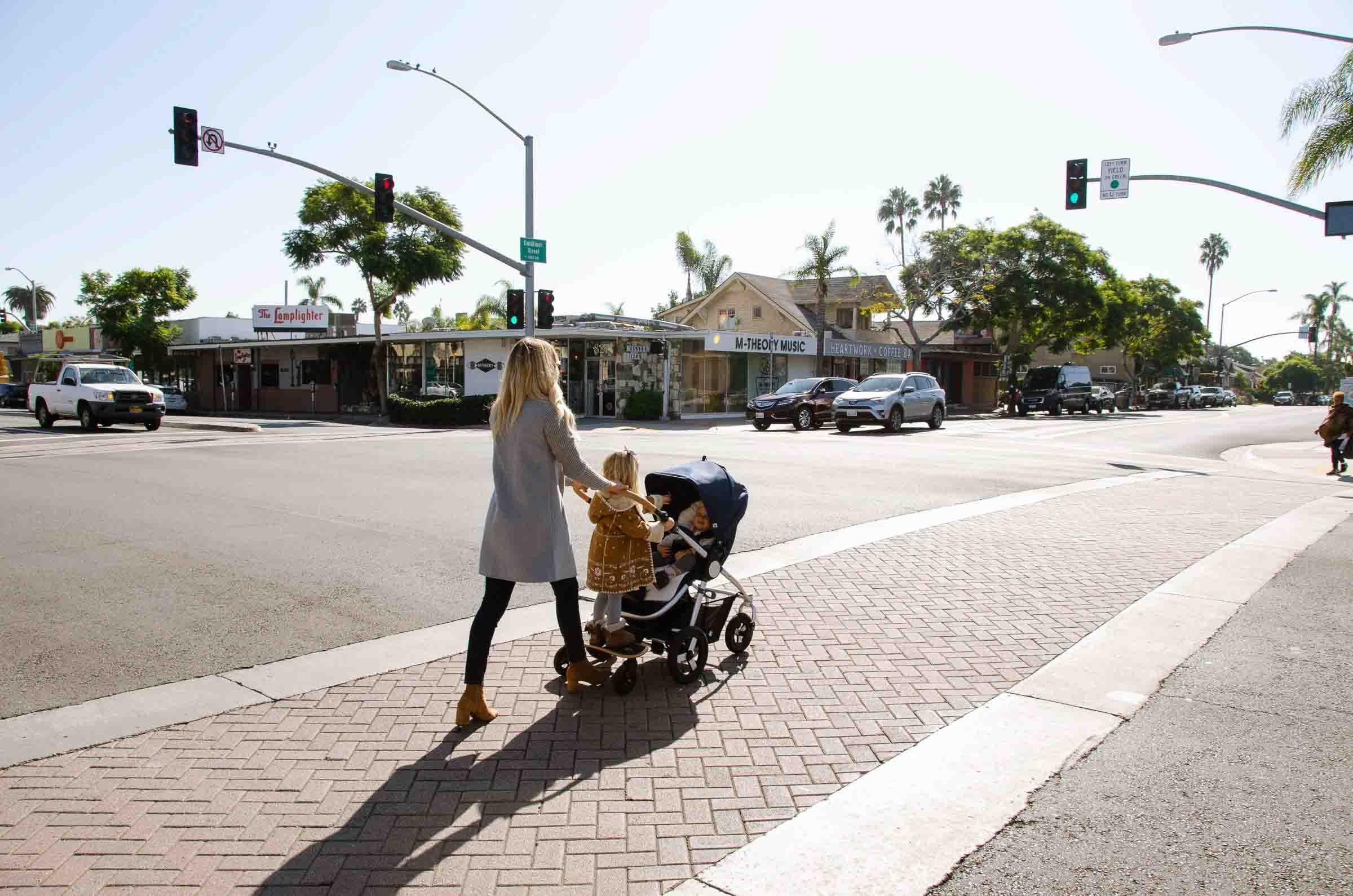 Bumbleride Era City с двумя детьми