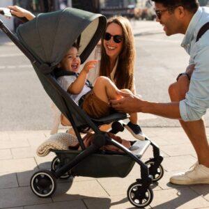 коляска Joolz Aer с ребенком