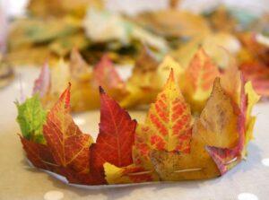 корона из осенних листьев