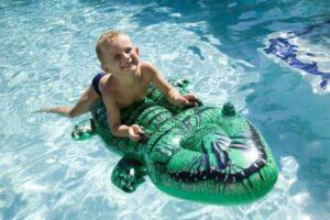 игры в небольшом бассейне для детей