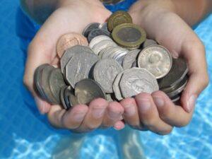 подводные игры в бассейне